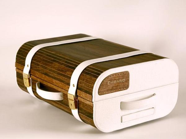 Embawo: una linea di borse, valigie, trolley in legno realizzate da lui e da maestri artigiani.