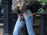 sarah-jessica-parker-canvas-sneakers