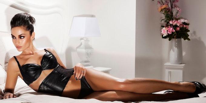 Raffaella Fico sexy per Fruscio