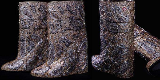 Gli stivali con diamanti