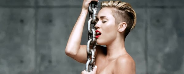 Miley Cyrus si incatena per Marc Jacobs