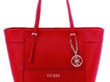 Rosso San Valentino per la borsa Guess
