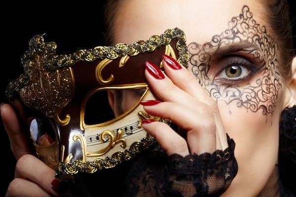 gioca, sorridi e togli la maschera