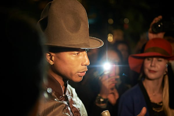 PHARRELL WILLIAMS E G-STAR TRASFORMANO LA PLASTICA DEGLI OCEANI IN DENIM