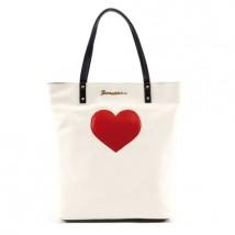 Fiorucci - shopper in ecopelle bianca con cuore rosso. Profili e manici in ecopelle nera. Euro 49,90 circa al pubblico