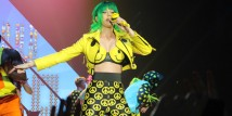 Katy-Perry-in-Moschino-Prismatic-World-Tour-