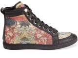 PHILIPP PLEIN 06_ Sneakers stampata all over sui toni del rosso e dell'oro, con profili in pelle nera. Prezzo indicativo al pubblico: € 800,00