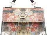 PHILIPP PLEIN 05_ Mini bag in saffiano con stampe caleidoscopiche sui toni dell'oro e dell'arancio. Prezzo indicativo al pubblico: € 1.750,00