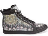 PHILIPP PLEIN 06_ Sneakers stampata all over sui toni del viola dell'oro, con profili in pelle nera. Prezzo indicativo al pubblico: € 800,00