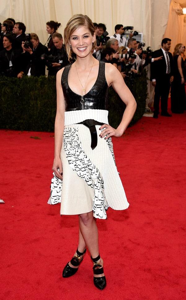 Rosamund Pike - abito Louis Vuitton - Met 2014
