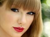 Taylor Swift , il rossetto rosso