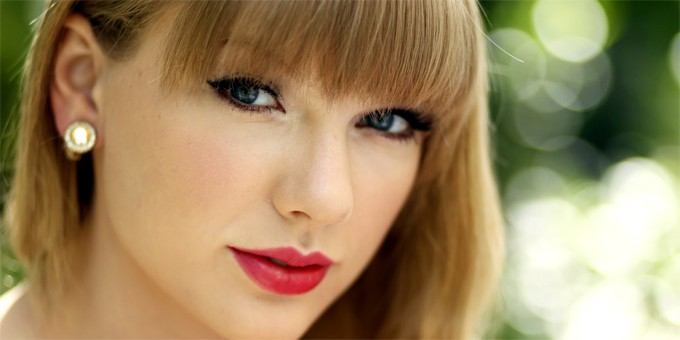 Taylor Swift , il rossetto rosso