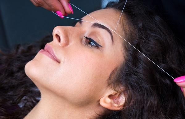 La depilazione con il filo indiano
