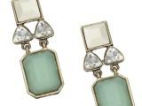 Modello-design-in-pietre-opache-e-diamanti-finti,-ACCESSORIZE.