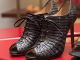 I riflettori di Milano Moda Donna illuminano le scarpe Santoni