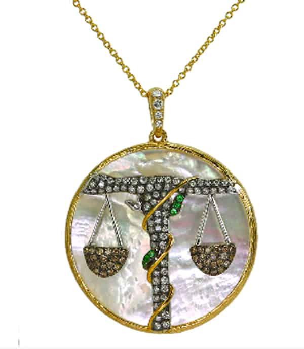 il medaglione Lybra di Khai Khai.