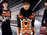 Geometrie pittoriche per maglia, cappotti e abito di lana di Who*s Who