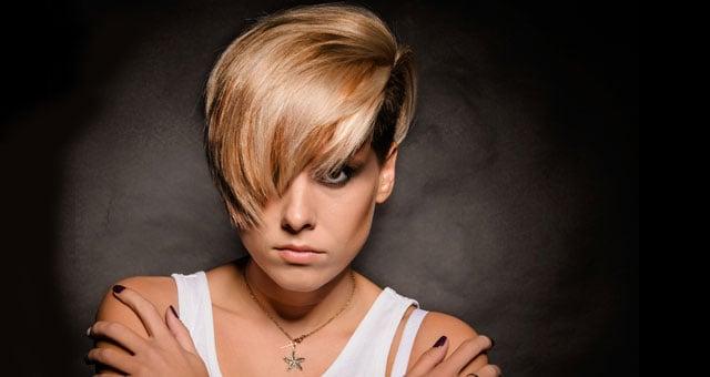 capelli con riga laterale