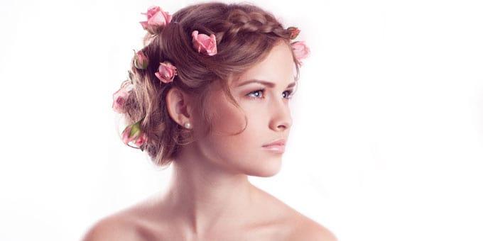 Ghirlande di fiori tra i capelli
