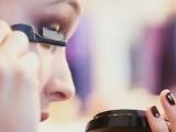 Sarah Gadon è il nuovo volto del make-up Giorgio Armani Beauty