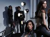 Per Calvin Klein Jeans il trionfo del nero assoluto e della lingerie in evidenza
