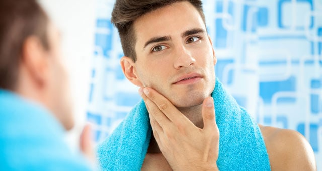 lavaggio viso uomo