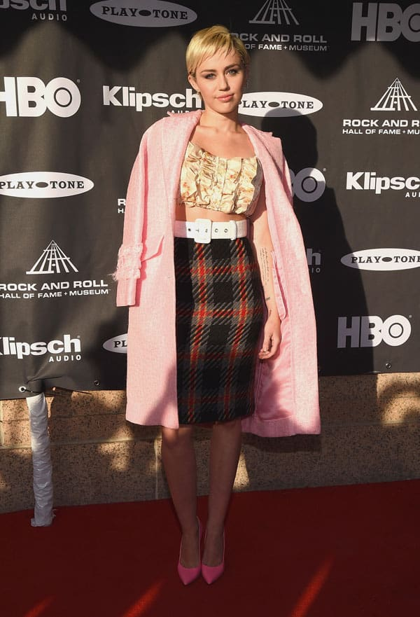 Miley-Cyrus_RTW-Miu-Miu-SS15_30th-Annual-Rock-And-Roll-Hall-Of-Fame-Induction-Ceremony_Cleveland_18.4.15