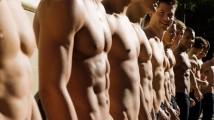 Abercrombie & Fitch dice addio ai modelli a petto nudo