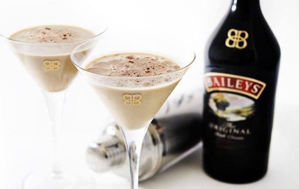 Baileys reinventa l¹estate con Baileys Shakerato.