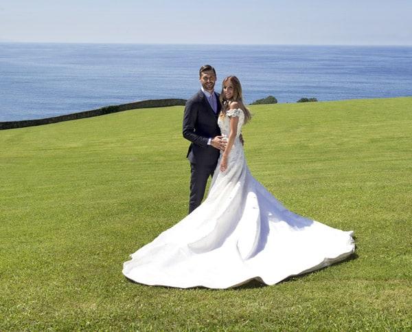 Fernando Llorente e Maria Lorente sposi in Armani.