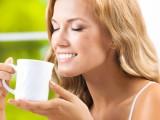 Bere tè bianco aiuta a mantenere la pelle giovane