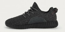 Le YEEZY BOOST 350 in versione total black