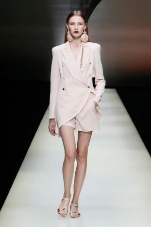 Sfilata Emporio Armani Womenswear SS16