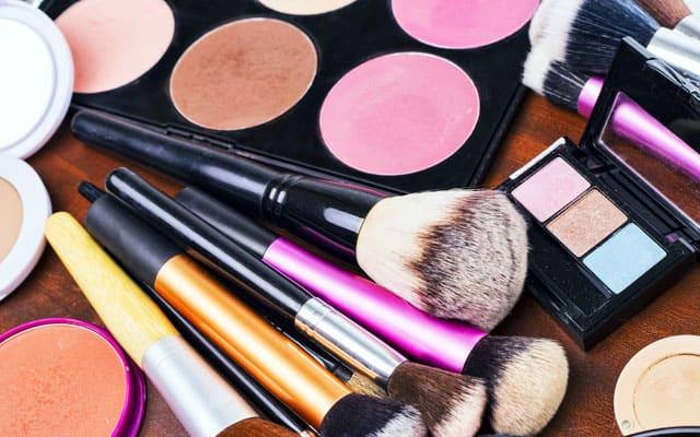 make up hoarders