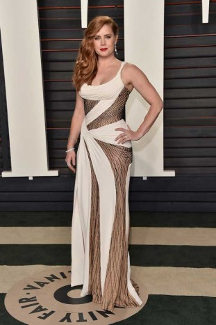 Amy-Adams-in-Versace