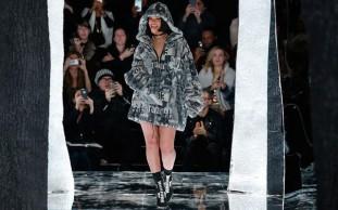 Rihanna alla New York Fashion Week con la nuova collezione Fenty Puma