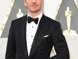 Actor Michael Fassbender arrives on the red carpet for the 88th Oscars on February 28, 2016 in Hollywood, California. AFP PHOTO / VALERIE MACON / AFP / VALERIE MACON (Photo credit should read VALERIE MACON/AFP/Getty Images) con Chopard