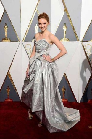 OSCAR 2016: Lily Cole in Vivienne Westwood