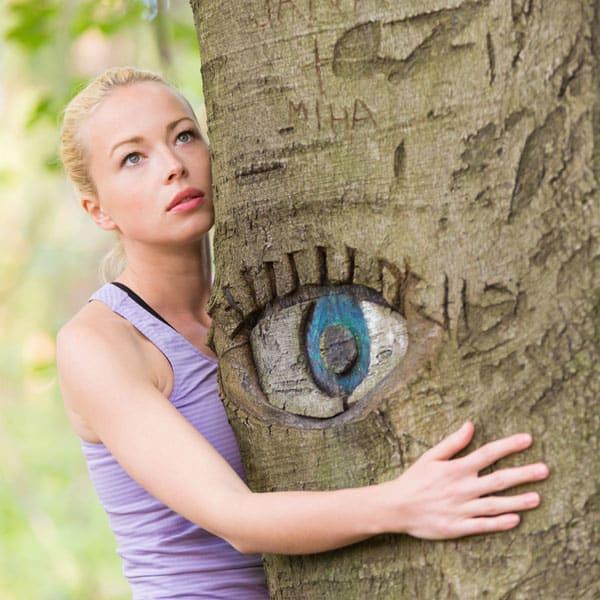 Abbracciare un albero fa bene