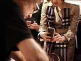 Burberry per il Salone del Mobile: l'esperienza live in boutique