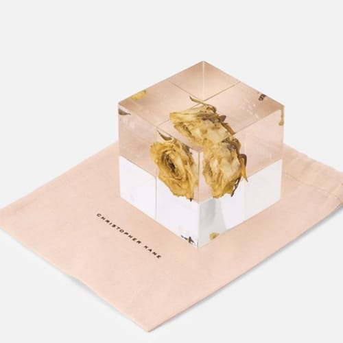 Il paperweight cube di Christopher Kane
