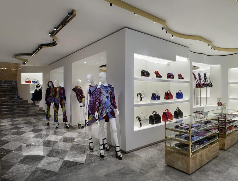 La borsa Palazzo Empire di Versace celebra l'apertura  ad Hong Kong