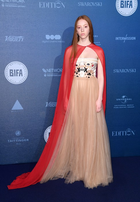 Lily Newmark in Schiaparelli Haute Couture in occasione dei British Independent Film Awards