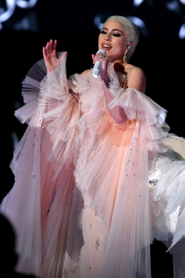 Lady-Gaga_performance_
