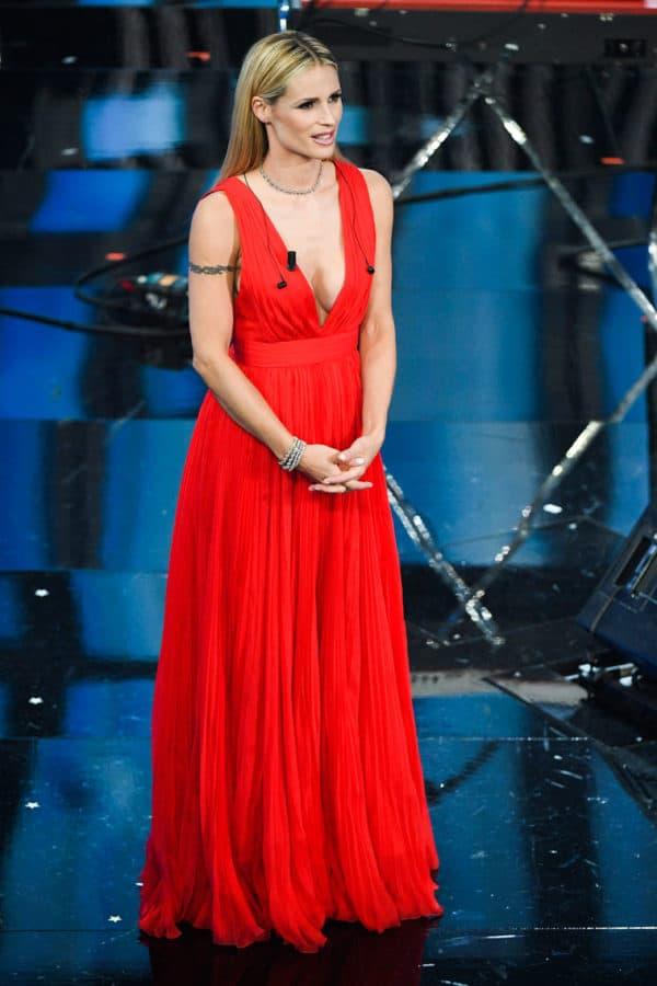 MICHELLE HUNZIKER ha indossato cinque abiti di Alberta Ferretti e i gioielli di Tiffany & Co.