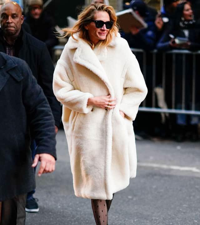 Julia Roberts con il cappotto bianco di Max Mara