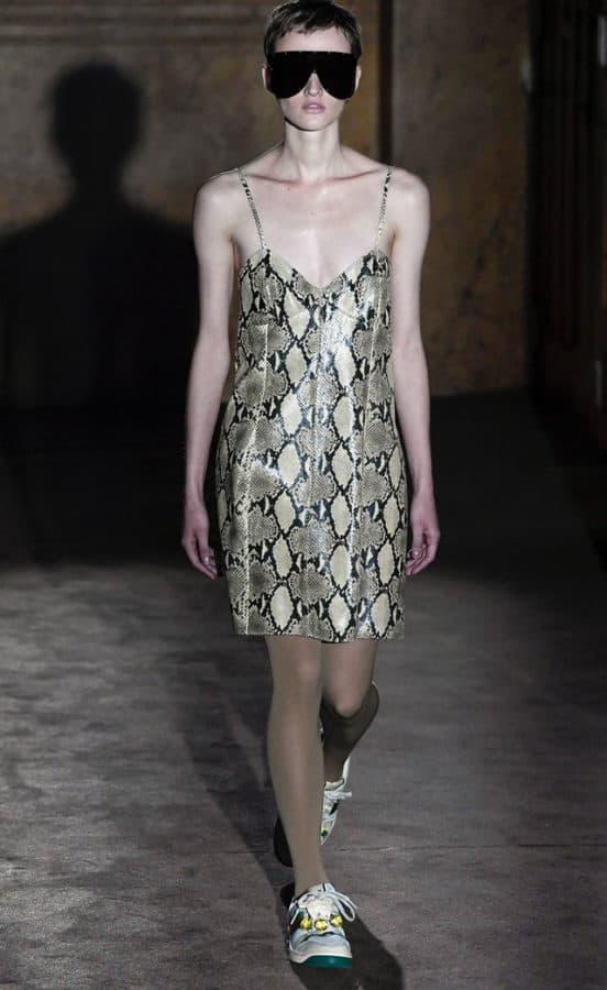 GUCCI, mini dress di pelle con spalline sottili pitonato