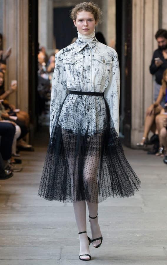CRISTIANO-BURANI,-gonna-plissè-trasparente-da-indossare-anche-sopra-l'outfit