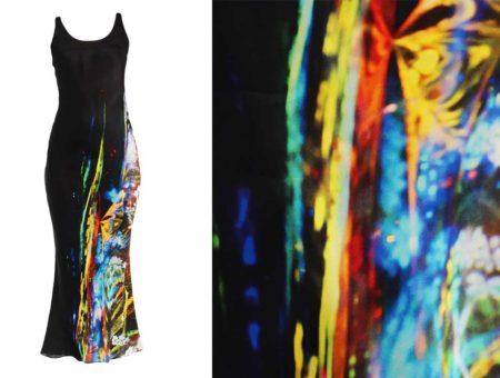 L'abito lungo a fantasia multicolore di MAISON MARGIELA
