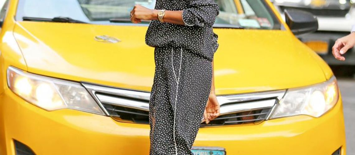 Zoe Saldana in piagiama a New York